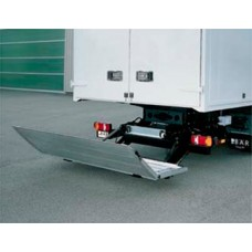 Гидроборт Bar серии Falt, модель BC 1500 F4 грузоподъемностью 1500 кг для среднего и тяжелого класса транспортных средств.